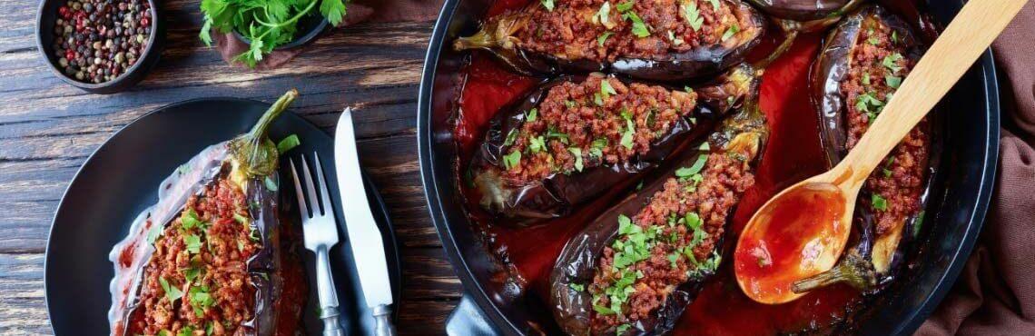 Sonne, Sommer, Auberginen: Dein Lieblingsgemüse mit Hackfleisch gefüllt