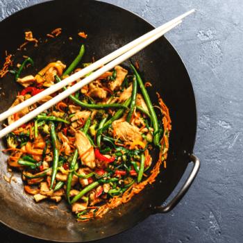 Asiatische Kochkunst: Wok-Gemüse mit Putenstreifen